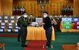 တပ်မတော်ကာကွယ်ရေးဦးစီးချုပ် ဗိုလ်ချုပ်မှူးကြီး မင်းအောင်လှိုင် ကိုးကန့်နှင့် ပလောင် ကိုယ်ပိုင်အုပ်ချုပ်ခွင့်ရဒေသဦးစီးအဖွဲ့ဝင်များ၊ ဒေသခံတိုင်းရင်းသားခေါင်းဆောင်များနှင့် ပြည်သူ့စစ်(ဌာနေ)အဖွဲ့ဝင်များအား တွေ့ဆုံ ၍ COVID -19 ရောဂါကာကွယ်ထိန်းချုပ် ကုသရေးဆိုင်ရာ အထောက်အကူပြုပစ္စည်းများပေးအပ်