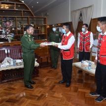 တပ်မတော်ကာကွယ်ရေးဦးစီးချုပ် ဗိုလ်ချုပ်မှူးကြီး မင်းအောင်လှိုင် တာချီလိတ်မြို့နယ်အတွင်း မူးယစ်ဆေးဝါးကို ထိရောက်စွာတားဆီးနှိမ်နင်းနိုင်ခဲ့သည့် လုံခြုံရေးတပ်ဖွဲ့ဝင်များအား ဂုဏ်ပြုချီးမြှင့်ငွေများ ပေးအပ်ချီးမြှင့်၊ (COVID-19) ရောဂါကာကွယ်ထိန်းချုပ်ကုသရေး အထောက်အကူပြုပစ္စည်းများ ပေးအပ်လှူဒါန်း၊  UWSA(ဝ) အဖွဲ့မှ တာဝန်ရှိသူများအားလက်ခံတွေ့ဆုံ၍ COVID-19 ရောဂါ ကာကွယ်ထိန်းချုပ်ရေးဆိုင်ရာ အထောက်အကူပြုပစ္စည်းများ ထောက်ပံ့ပေးအပ်(ရုပ်သံသတင်း)