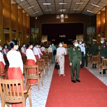 Senior General Min Aung Hlaing cordially meets officers, other ranks and families from Monywa Station
