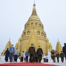 Senior General Min Aung Hlaing pays homage to ancient historical Kaunghmulon Pagoda, inspects conservation of Gubar Guest House, regiments and units in Machanbaw Station