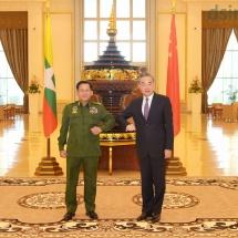 တပ်မတော်ကာကွယ်ရေးဦးစီးချုပ် ဗိုလ်ချုပ်မှူးကြီး မင်းအောင်လှိုင် တရုတ်ပြည်သူ့သမ္မတနိုင်ငံ၊ နိုင်ငံတော်ကောင်စီဝင်နှင့် နိုင်ငံခြားရေးဝန်ကြီးဖြစ်သူ H.E. Mr. Wang Yi အားလက်ခံတွေ့ဆုံ