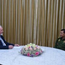 နိုင်ငံတော်စီမံအုပ်ချုပ်ရေးကောင်စီဥက္ကဋ္ဌ တပ်မတော်ကာကွယ်ရေးဦးစီးချုပ် ဗိုလ်ချုပ်မှူးကြီး မင်းအောင်လှိုင် ရုရှားဖက်ဒရေးရှင်းနိုင်ငံမှ သတင်းဌာနများ၏ တွေ့ဆုံမေးမြန်းမှုများကို လက်ခံဖြေကြား