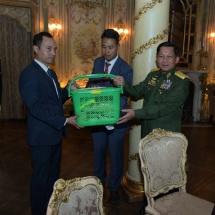နိုင်ငံတော်စီမံအုပ်ချုပ်ရေးကောင်စီ ဥက္ကဋ္ဌ၊ တပ်မတော်ကာကွယ်ရေးဉီးစီးချုပ် ဗိုလ်ချုပ်မှူးကြီး မင်းအောင်လှိုင် ရုရှားဖက်ဒရေးရှင်းနိုင်ငံ မြန်မာသံရုံးနှင့် မြန်မာစစ်သံ(ကြည်း၊ရေ၊လေ)ရုံး မိသားစုများနှင့် ပညာတော်သင် သင်တန်းသားများအား တွေ့ဆုံ